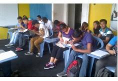 En clases.