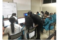 Evaluación a estudiantes en el área de inglés.