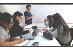 Estudiantes recibiendo sus clases.